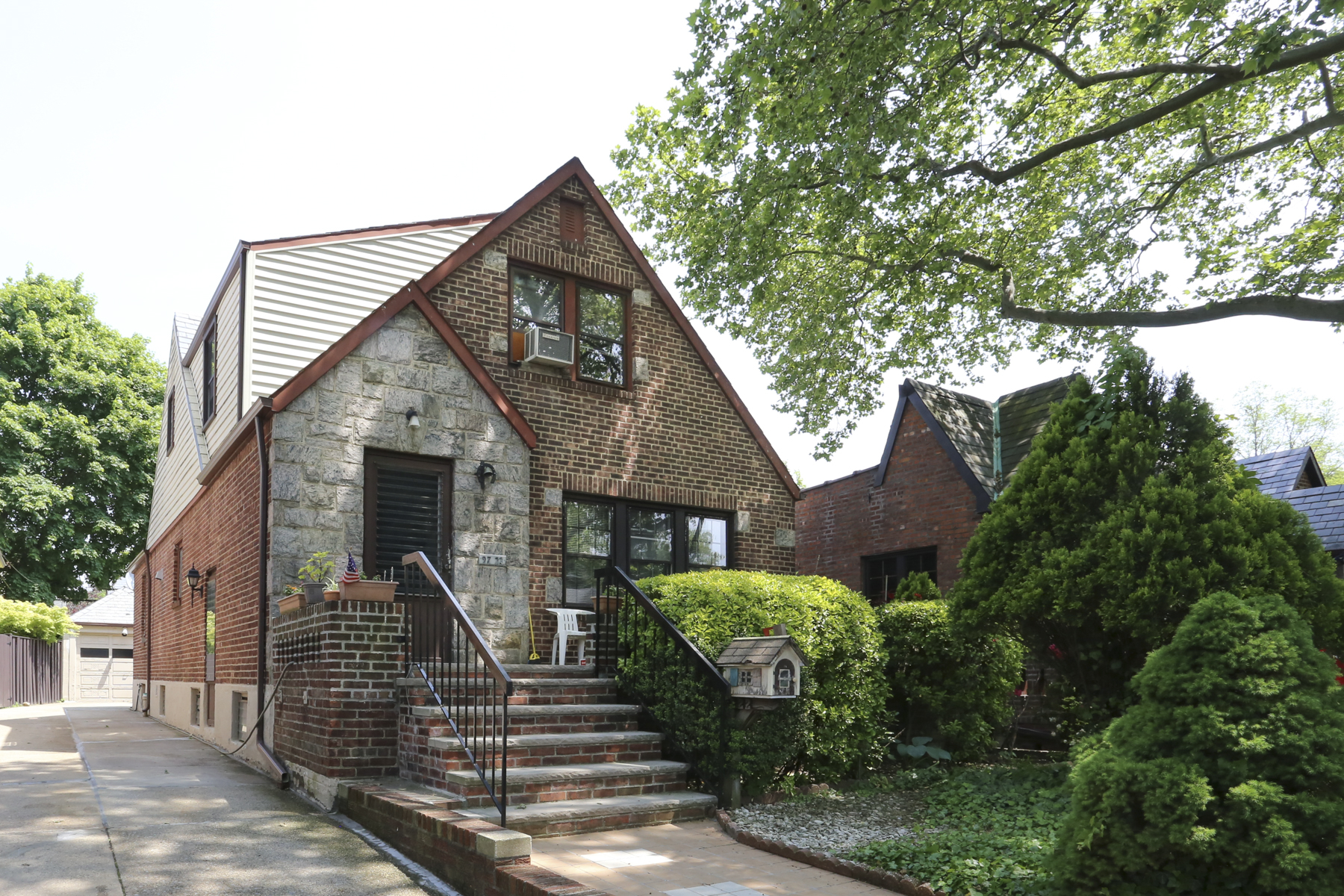 Additional photo for property listing at 97-22 72 DRIVE  Forest Hills, New York 11375 United States