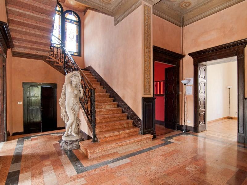 Additional photo for property listing at Villa d'epoca di rappresentanza per uso showroom/ufficio Via Monte Rosa Milano, Milan _ Italy