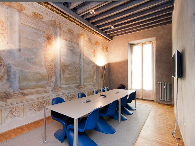 Commercial for Rent at Ufficio di rappresentanza in palazzo storico Piazza Missori Ad.ze Milano, _ Italy