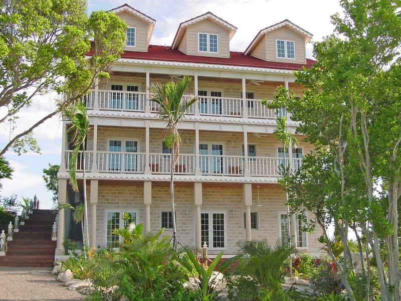 Thương mại vì Bán tại Hotel in Western Area of New Providence A Stone's Throw Away Western Area West Bay Street, New Providence/Nassau . Bahamas