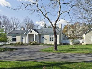 Additional photo for property listing at 820 Pretty Brook Road Princeton, NJ Princeton, New Jersey États-Unis