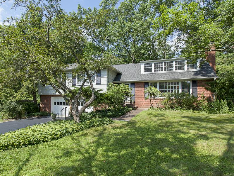 Additional photo for property listing at 7 Locust Lane Princeton, NJ Princeton, New Jersey États-Unis