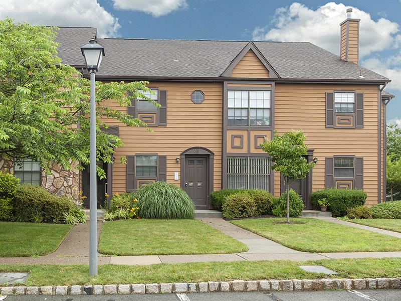 Additional photo for property listing at 24 Barclay Court Lawrenceville, NJ (Lawrence Township) Lawrenceville, New Jersey États-Unis