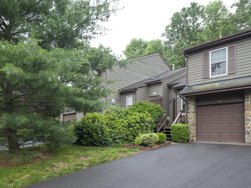 Additional photo for property listing at 19 E Evert Court Princeton, NJ (Montgomery Township) Princeton, Нью-Джерси Соединенные Штаты