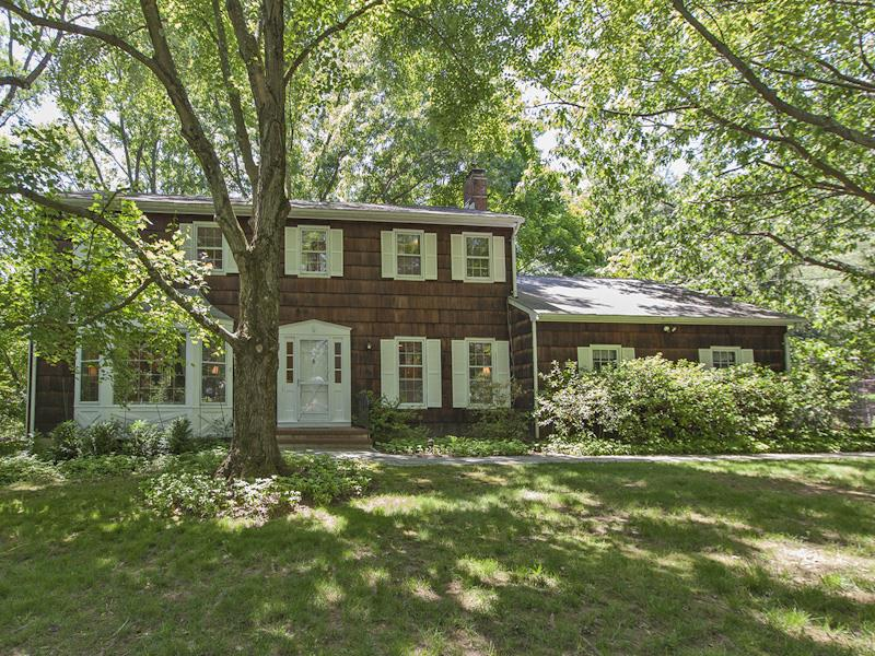 Additional photo for property listing at 70 Hickory Court Rocky Hill, NJ Rocky Hill, Нью-Джерси Соединенные Штаты