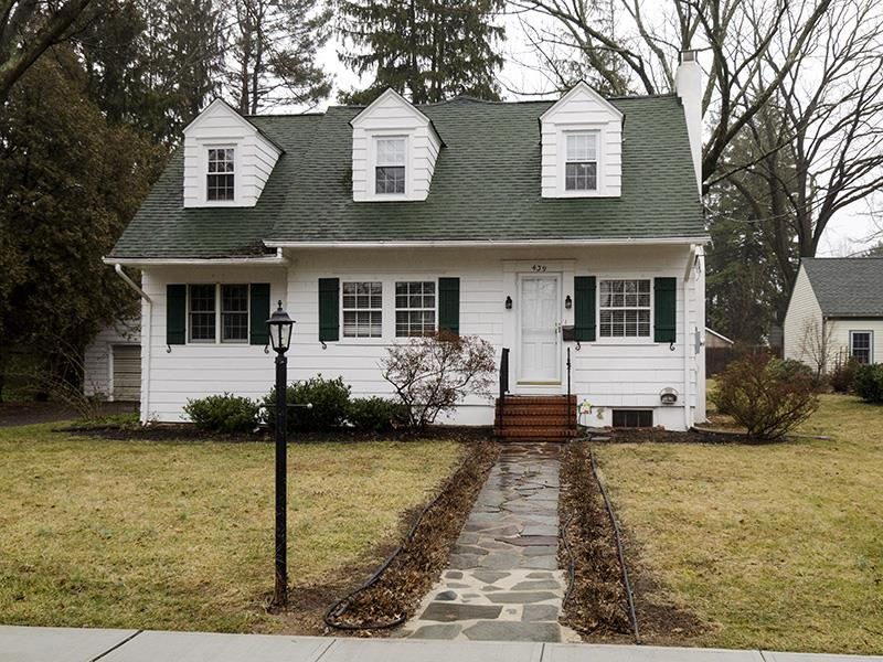 Additional photo for property listing at 439 Sked Street Pennington, NJ Pennington, Нью-Джерси Соединенные Штаты