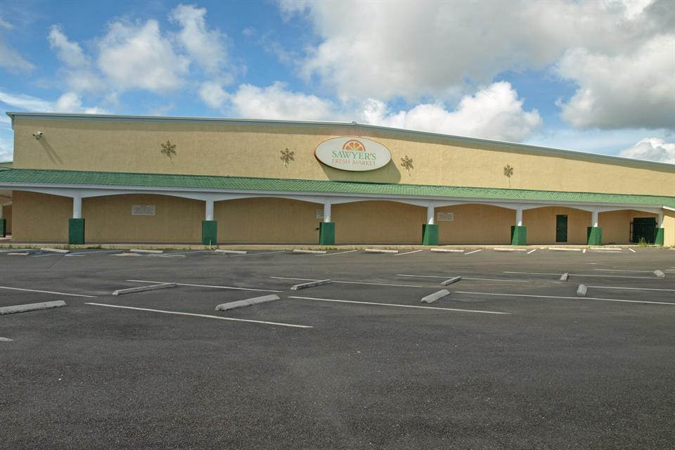 商用 为 销售 在 Food Store Building for Sale Food Store or Warehouse Nassau New Providence, 新普罗维登斯/拿骚 . 巴哈马