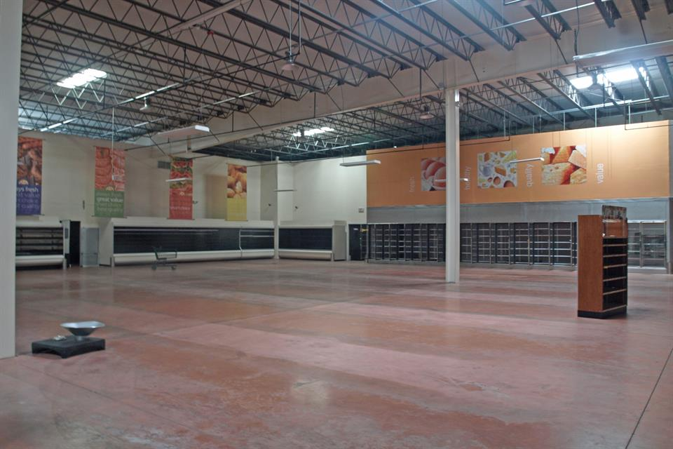 Additional photo for property listing at Food Store Building for Sale Food Store or Warehouse Nassau New Providence, Nassau And Paradise Island . Bahamas