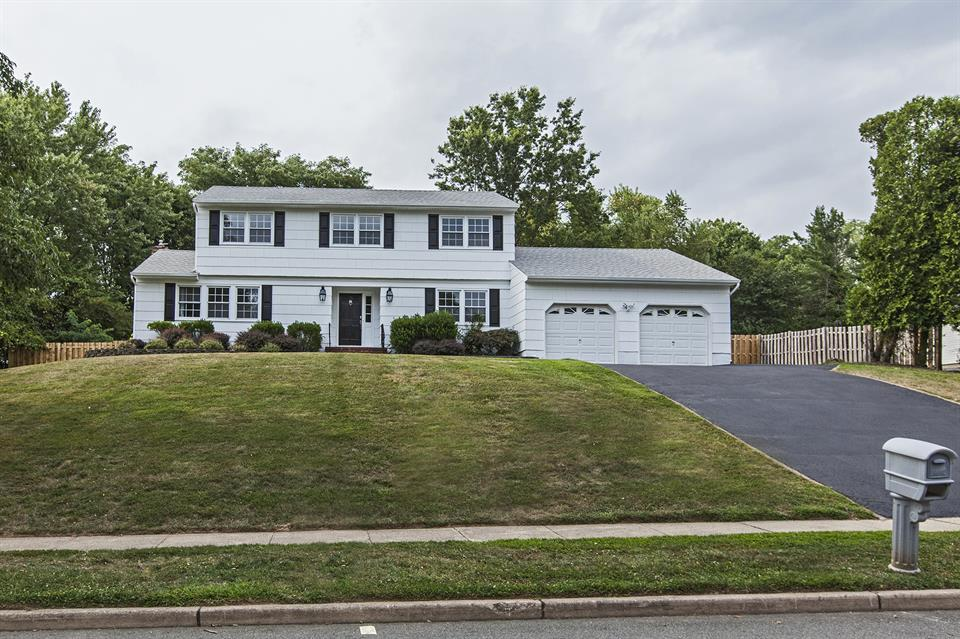 Additional photo for property listing at 24 Willis Drive Ewing, NJ Ewing, Nueva Jersey Estados Unidos