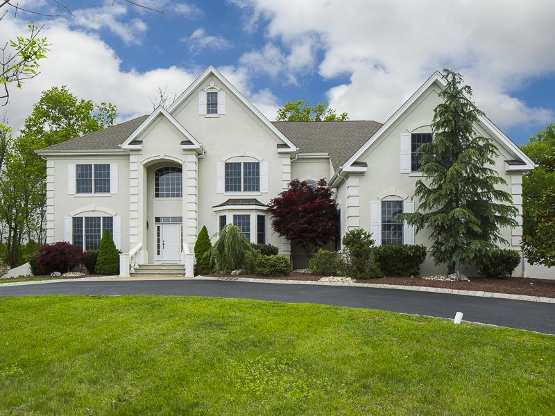 Additional photo for property listing at 14 Francis Court Millstone, NJ Millstone, Nueva Jersey Estados Unidos