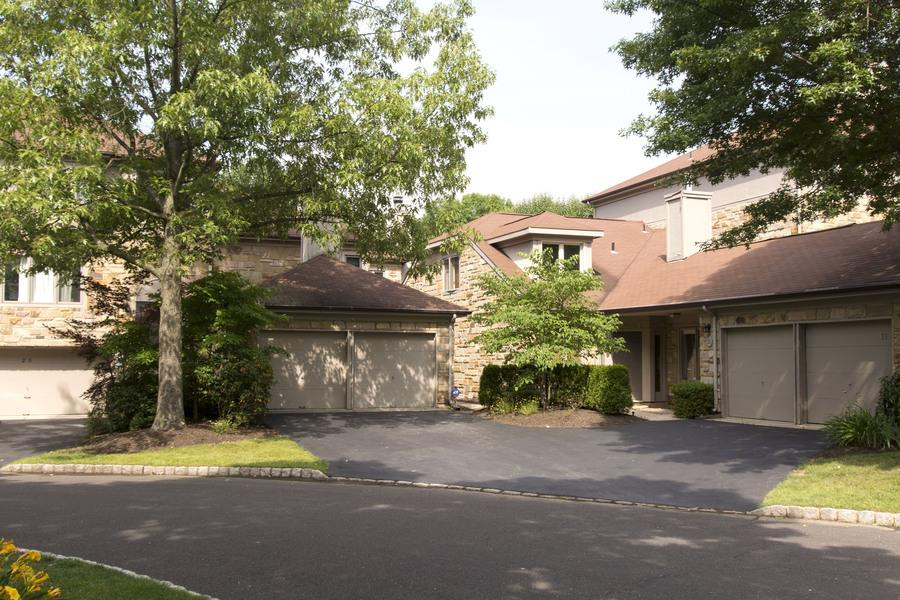 Additional photo for property listing at 23 Morton Court Lawrenceville, NJ (Lawrence Township) Lawrenceville, New Jersey États-Unis