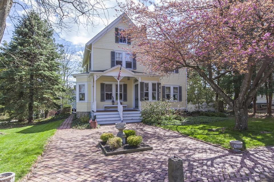 Additional photo for property listing at 8 West Franklin Avenue Pennington, NJ Pennington, Nueva Jersey Estados Unidos