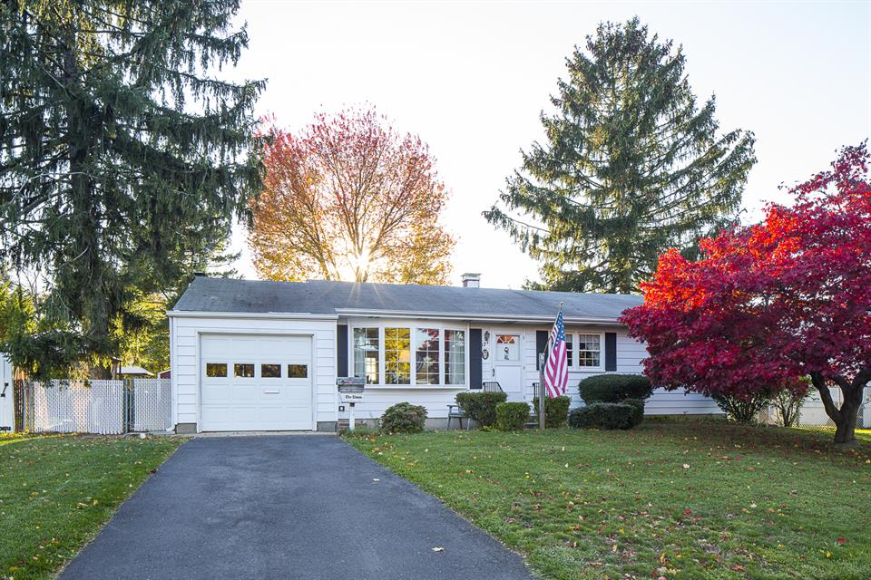 Additional photo for property listing at 17 Tanglewood Drive Mercerville, NJ (Hamilton Township) Mercerville, New Jersey United States