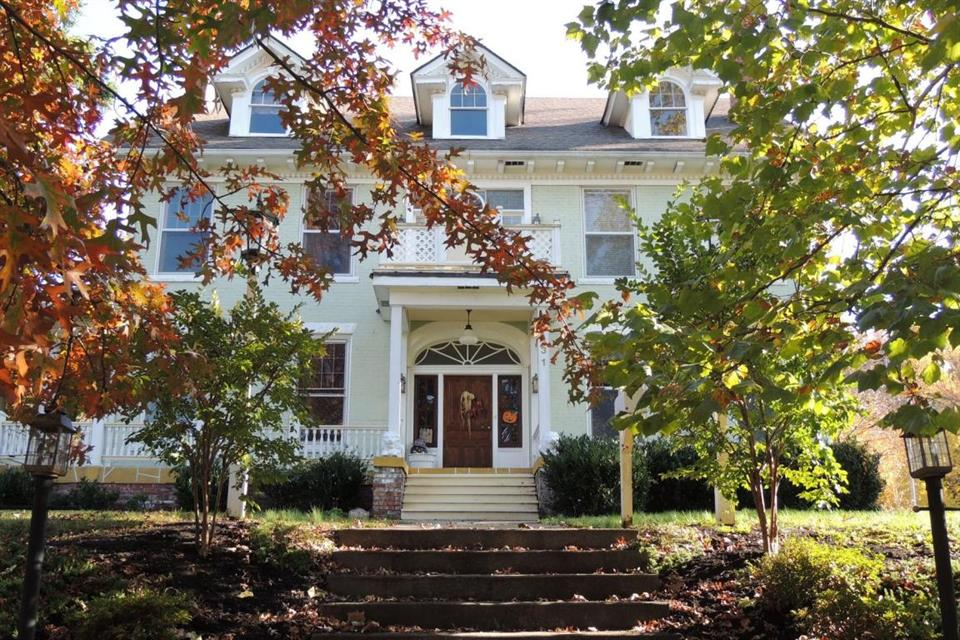 sold property at 431 W Locust St Johnson City, TN 37604