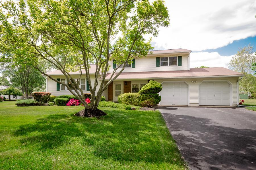 Additional photo for property listing at 40 Hawthorne Lane East Windsor, NJ 东温莎, 新泽西州 美国
