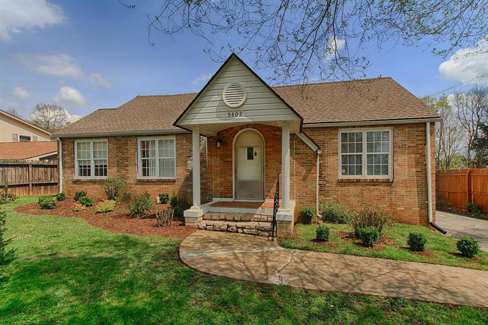 Additional photo for property listing at 5402 Jacksboro Pike Knoxville, TN 37918 Otros Países