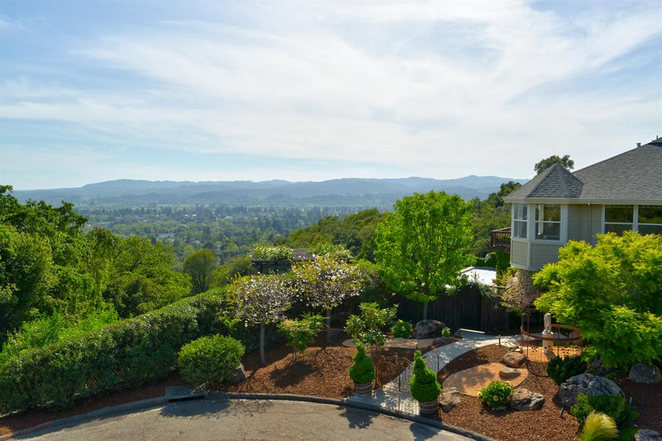 Additional photo for property listing at 1050 Sunset Drive, Healdsburg, California 其他国家