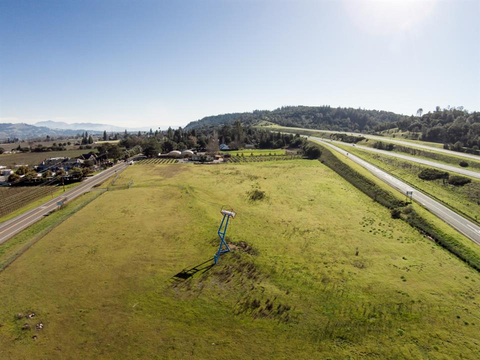 Additional photo for property listing at 21837 Geyserville Avenue, Geyserville, California Other Countries