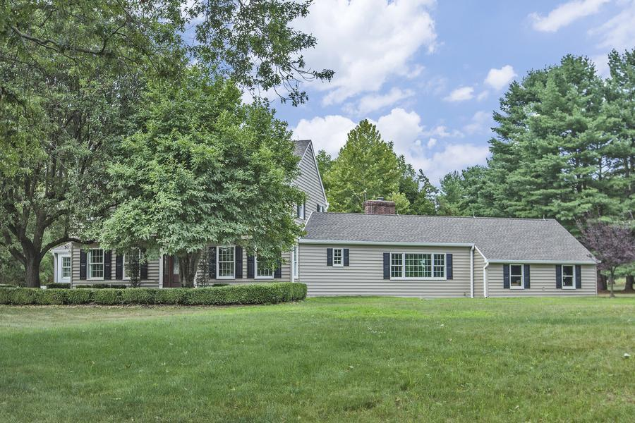 Один семья для того Продажа на 54 West Shore Drive Pennington, NJ (Hopewell Township) Pennington, Нью-Джерси Соединенные Штаты