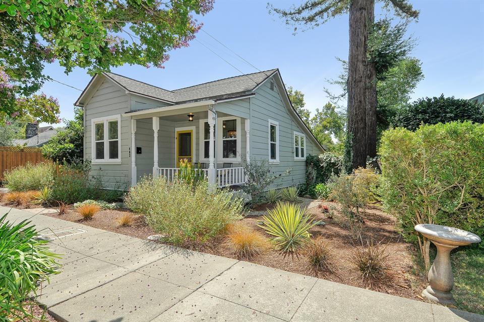 sold property at 402 Mason Street, Healdsburg, California
