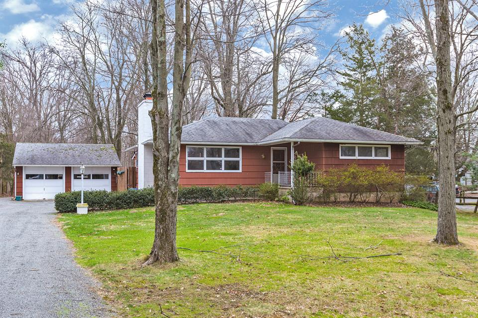 Один семья для того Продажа на 53 Diverty Road Pennington, NJ (Hopewell Township) Pennington, Нью-Джерси Соединенные Штаты