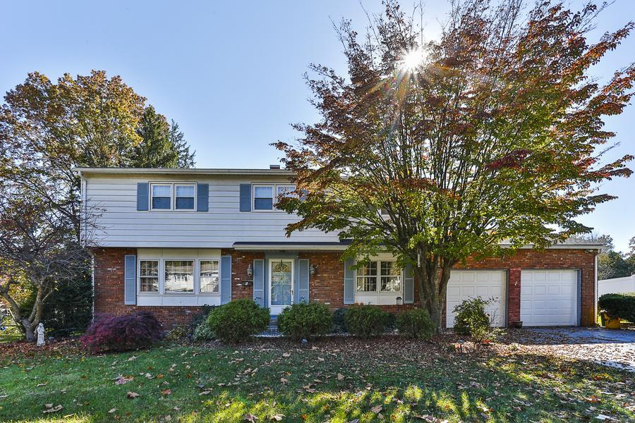Single Family for Sale at 9 Empress Lane Lawrenceville, NJ (Lawrence Township) Lawrenceville, New Jersey United States