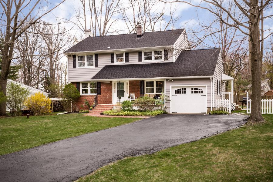 Single Family for Sale at 4 Cheyenne Drive Pennington, NJ (Hopewell Township) Pennington, New Jersey United States