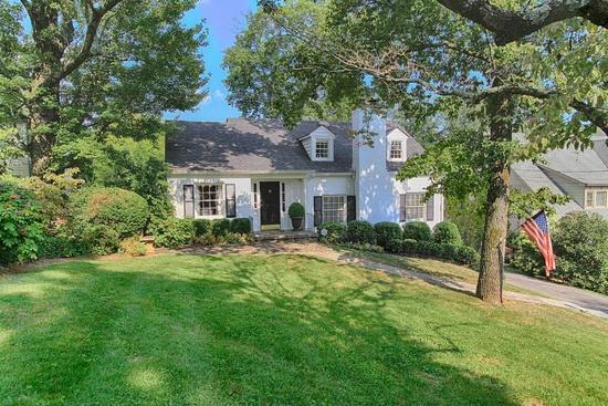 单亲家庭 为 销售 在 704 Forest Heights Road 704 Forest Heights Road 诺克斯维尔, 田纳西州 37919 美国