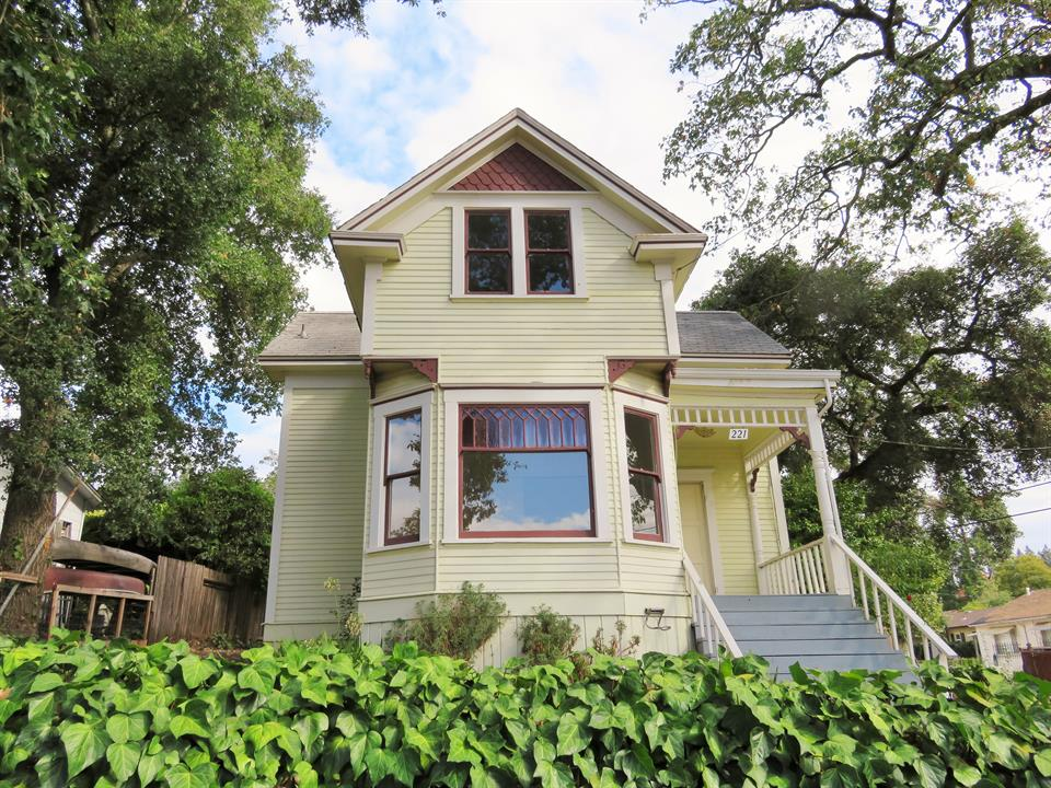 Single Level for Sale at 221 Grant Street, Healdsburg, California Other Areas, USA