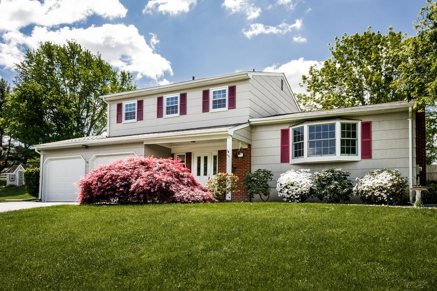Single Family for Sale at 48 Windybush Way Ewing, NJ Ewing, New Jersey United States