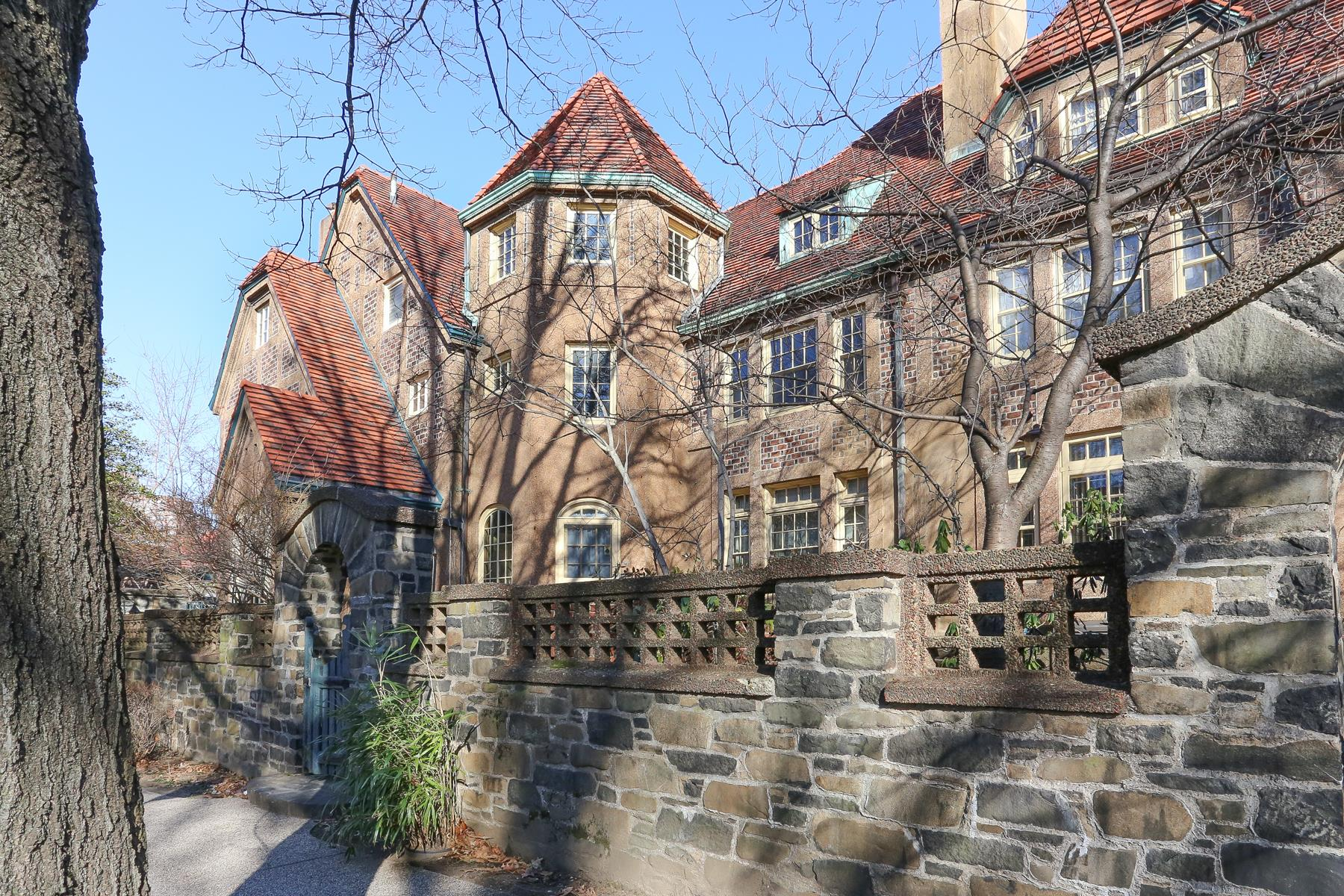 Additional photo for property listing at 14 GREENWAY TERRACE FOREST HILLS GARDENS, NYC 14 GREENWAY TERRACE FOREST HILLS GARDENS, NYC Forest Hills, New York 11375 United States