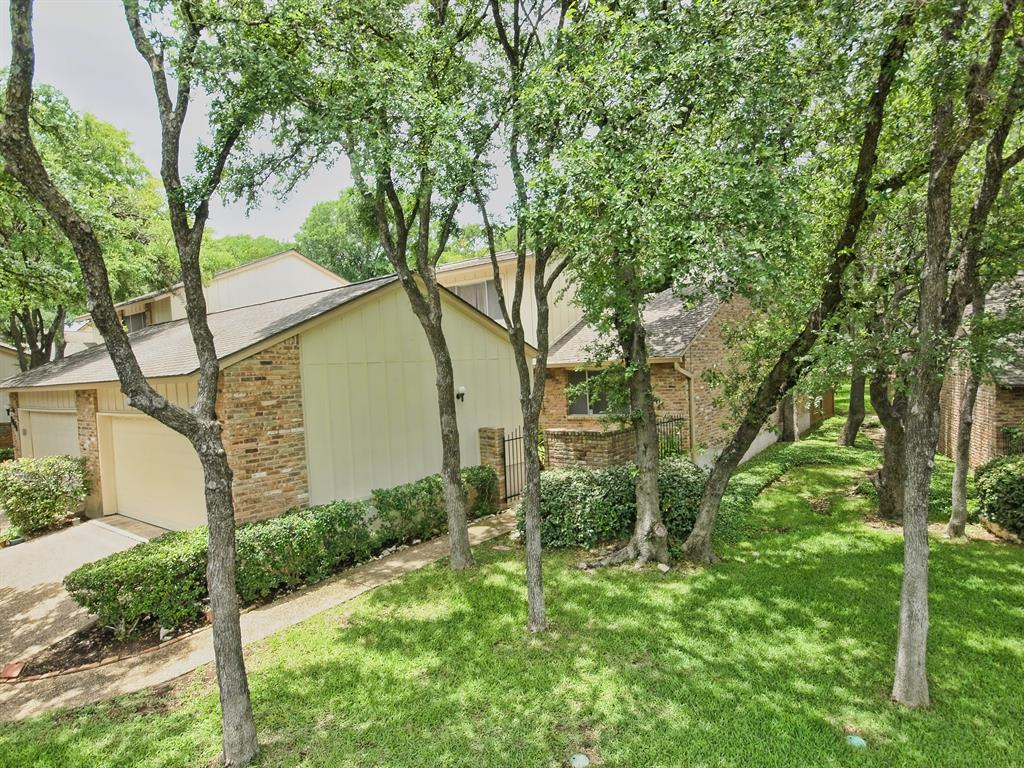 Additional photo for property listing at 8224 Summer Place Drive  Austin, Texas 78759 Estados Unidos