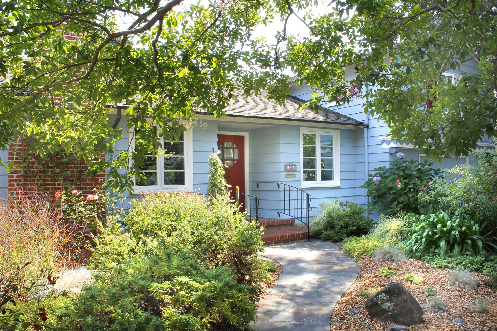 单亲家庭 为 销售 在 828 Beaver Street 828 Beaver Street 圣罗莎, 加利福尼亚州 95404 美国