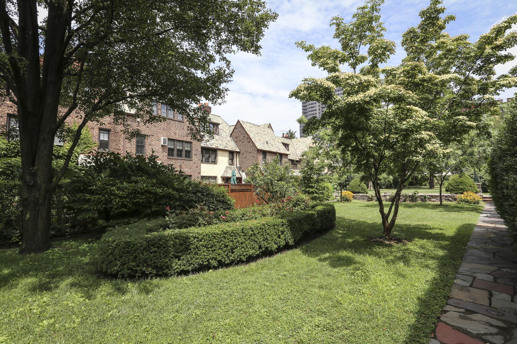 Additional photo for property listing at 111-17 76 AVENUE 111-17 76 AVENUE Forest Hills, 紐約州 11375 美國