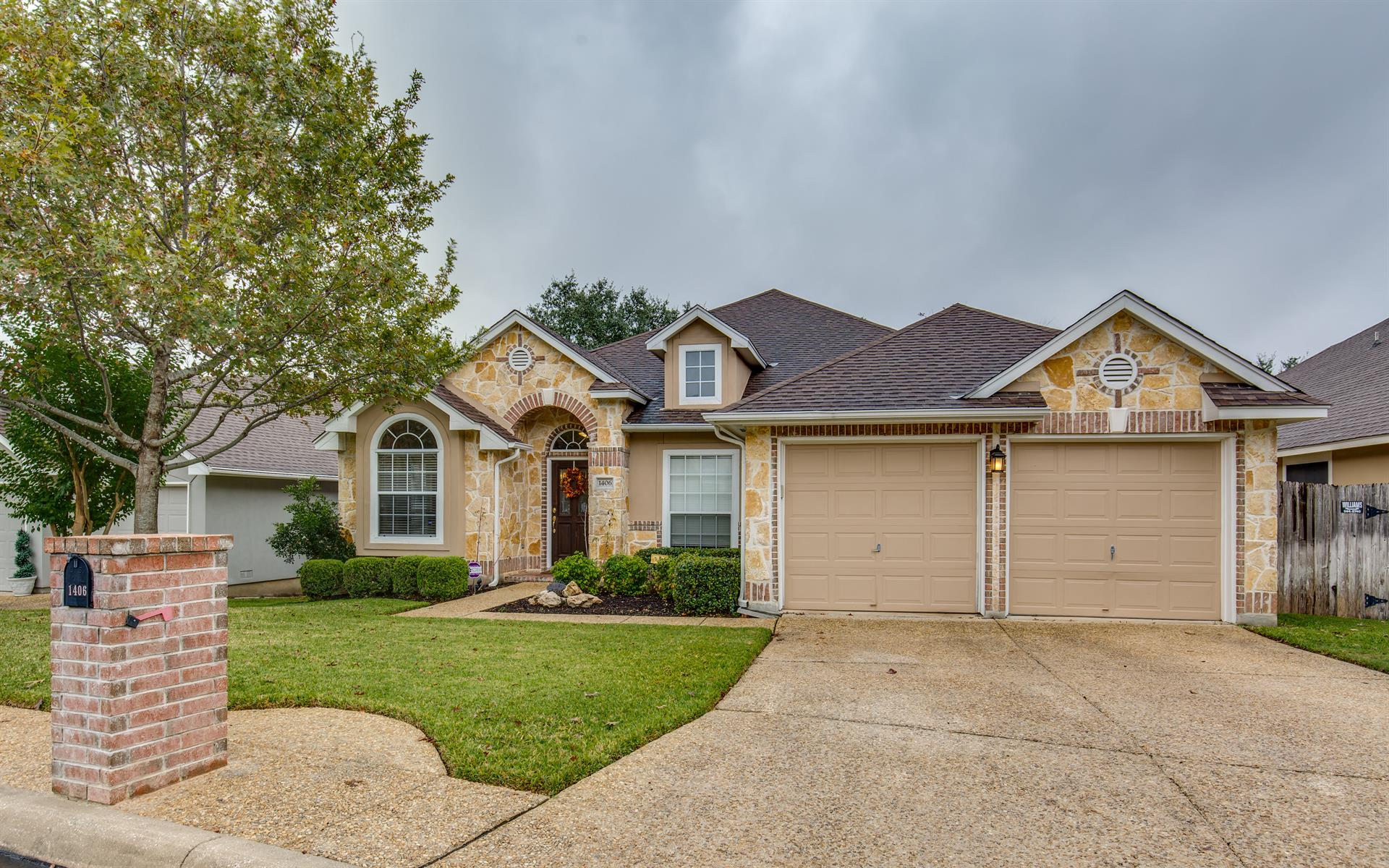 Residential for Sale at 1406 Bluff Forest 1406 Bluff Forest San Antonio, Texas 78248 United States