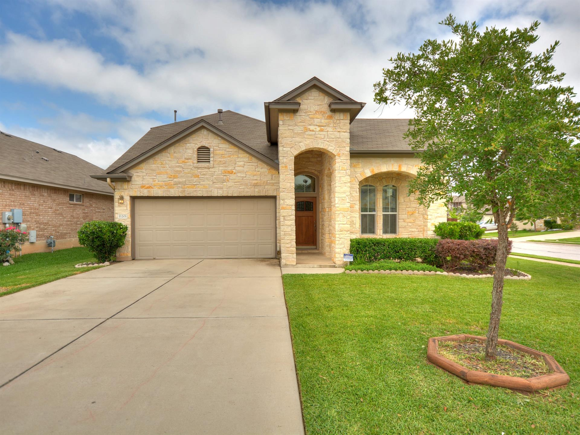 Additional photo for property listing at 11201 McKinney Spring Drive 11201 McKinney Spring Drive Austin, Texas 78717 Estados Unidos
