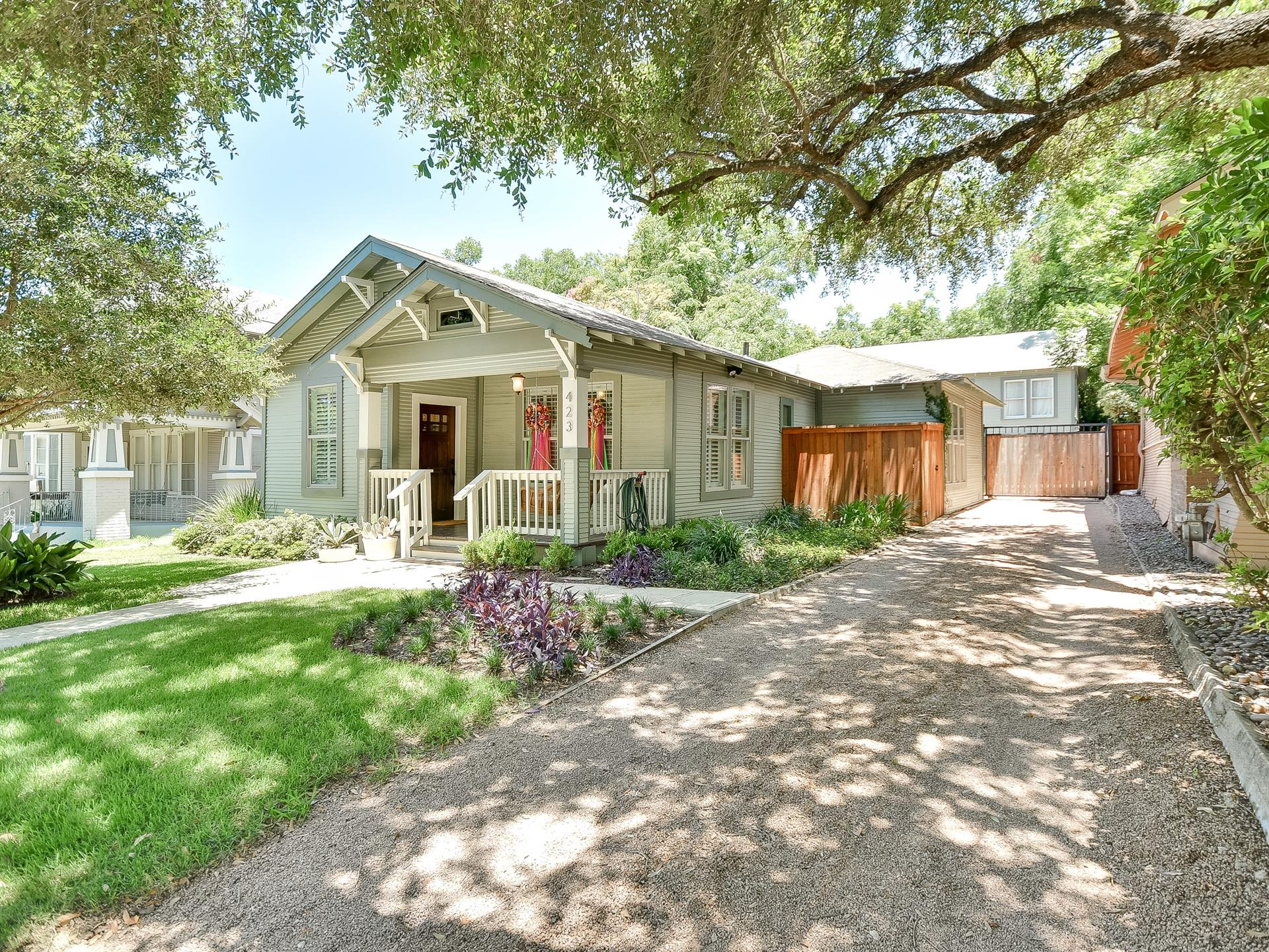 Additional photo for property listing at 423 Queen Anne Ct 423 Queen Anne Ct San Antonio, Texas 78209 Estados Unidos