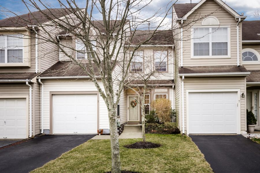 单亲家庭 为 销售 在 5 Dunston Lane Robbinsville, NJ 其他地区, USA
