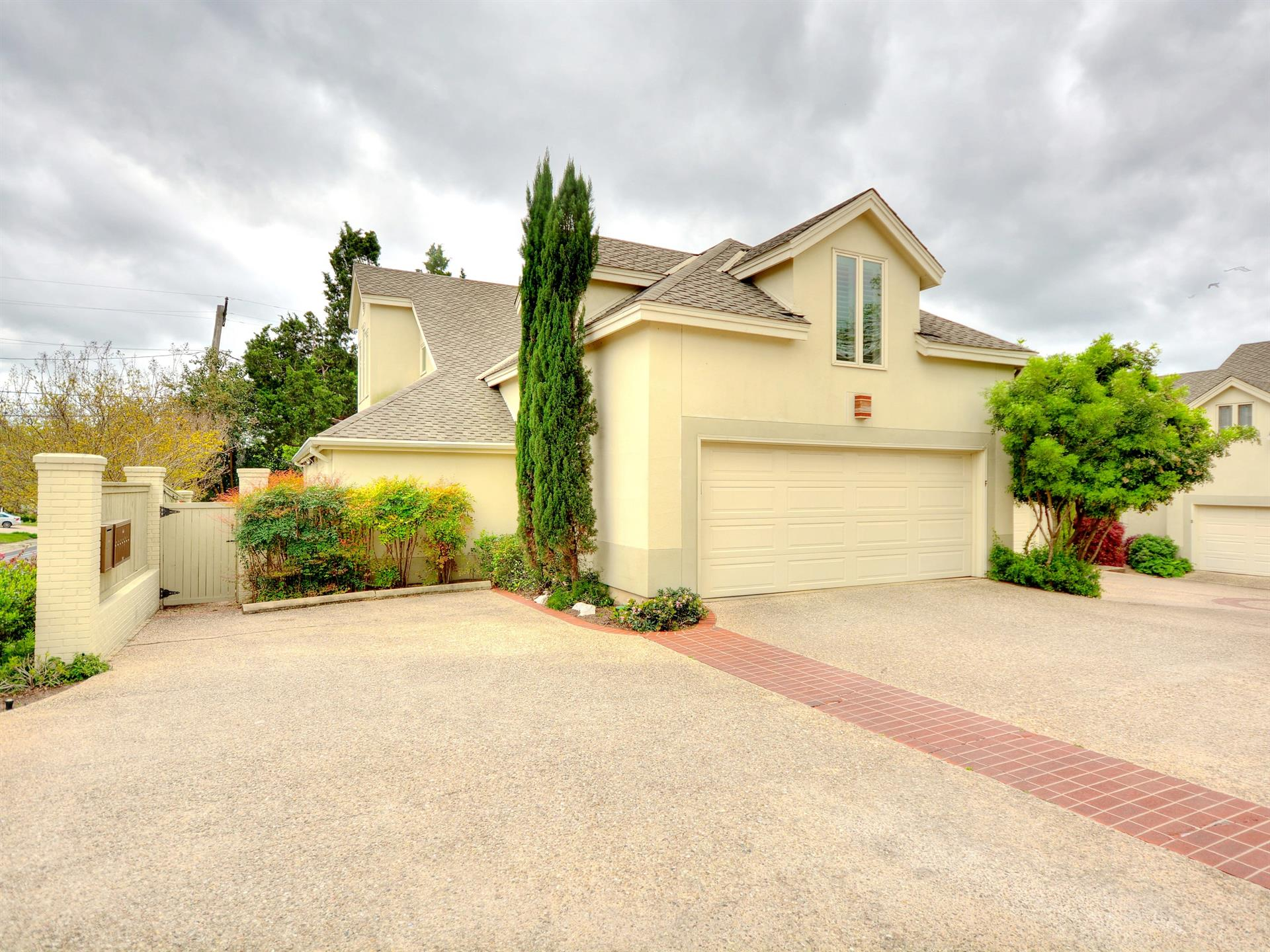 Casa por un Venta en 3111 F Windsor Road Unit#106 Other Areas, Texas Estados Unidos