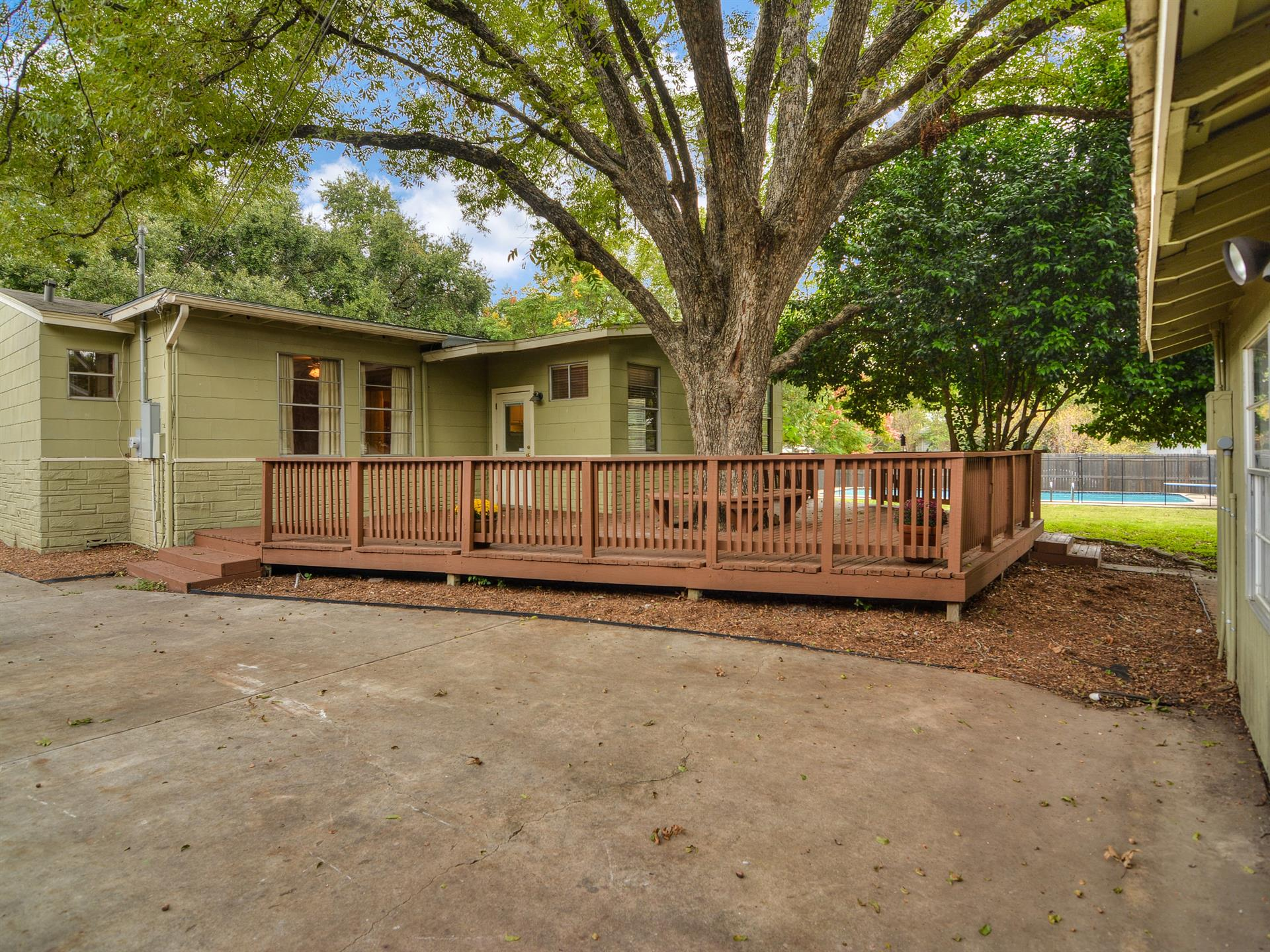 Additional photo for property listing at 264 Larchmont Drive 264 Larchmont Drive San Antonio, Texas 78209 Estados Unidos