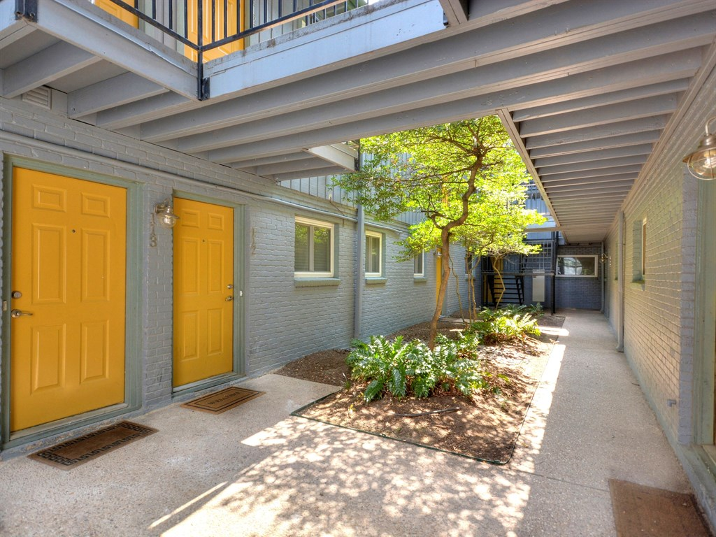 Additional photo for property listing at 3815 Guadalupe ST, #208  Austin, Texas 78751 United States