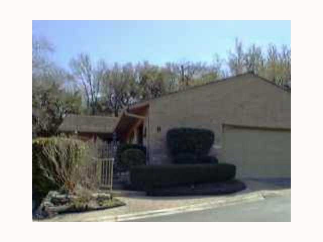 Additional photo for property listing at 9 Woodstone Square  Austin, Texas 78703 Estados Unidos