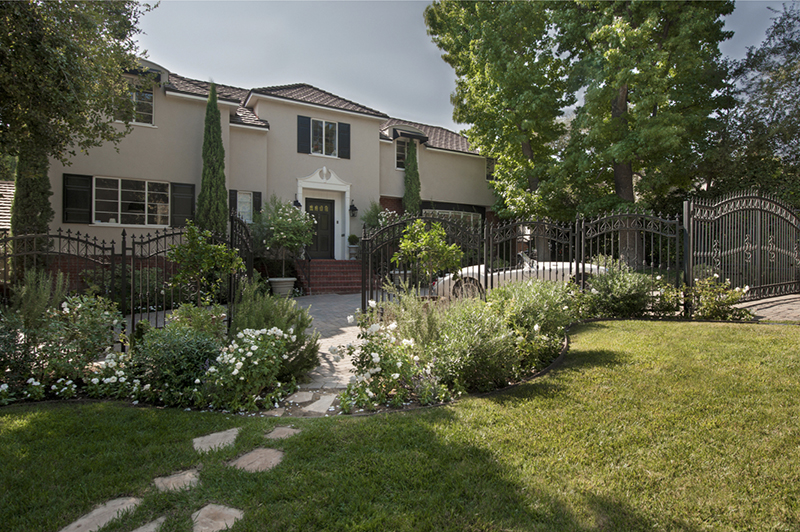 Single Family Home for Sale at 1623 HILLCREST Avenue 1623 HILLCREST Avenue Glendale, California,91202 United States