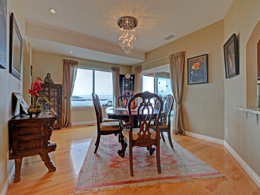 Additional photo for property listing at 629 Beach Dr Colombie-Britannique, Canada