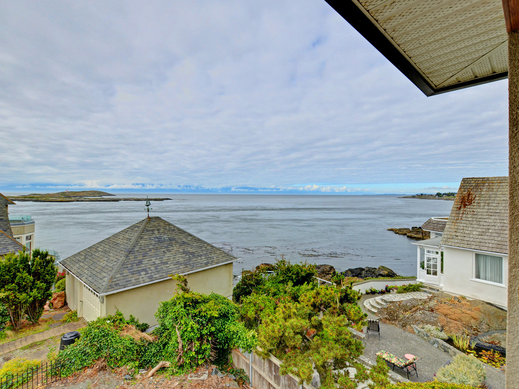 Additional photo for property listing at 629 Beach Dr British Columbia, Canadá