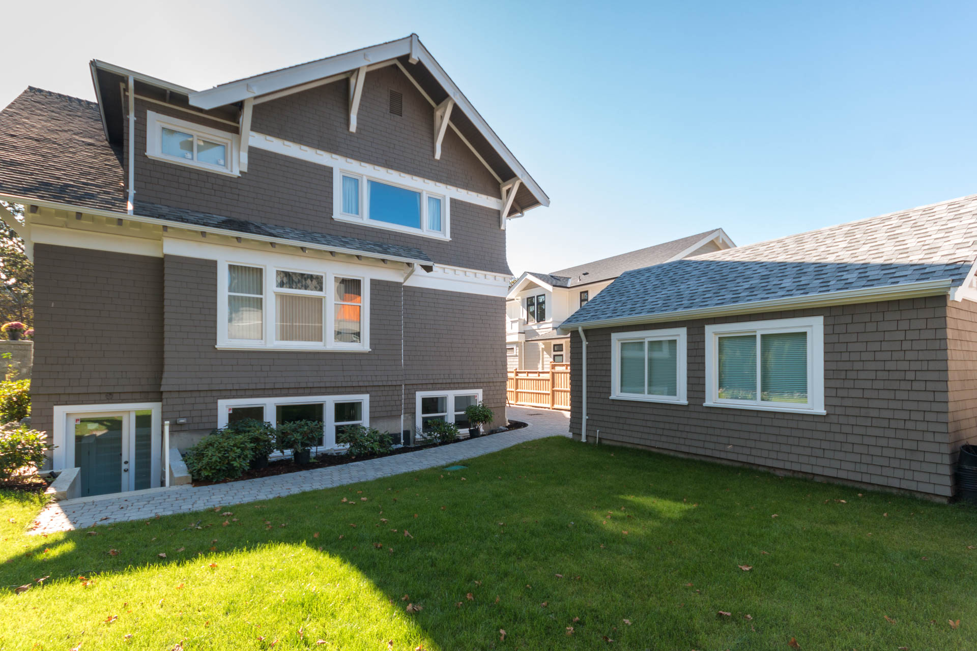 Additional photo for property listing at 1952 Runnymede Ave Victoria, Colombie-Britannique,Canada