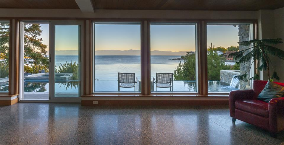 Additional photo for property listing at The Perfect Vantage Point  Victoria, British Columbia,V8S 2G7 Canadá