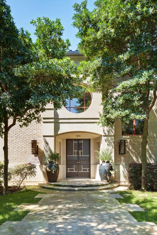 Additional photo for property listing at 1 Niles Road  Austin, Texas,78703 Stati Uniti