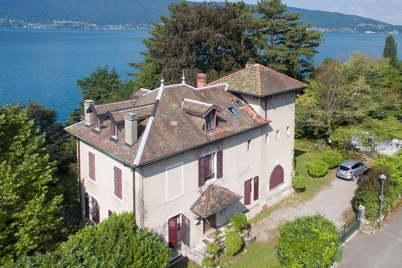 Additional photo for property listing at ANNECY 15 MINUTES  Veyrier du Lac, Haute Savoie,74290 Pháp