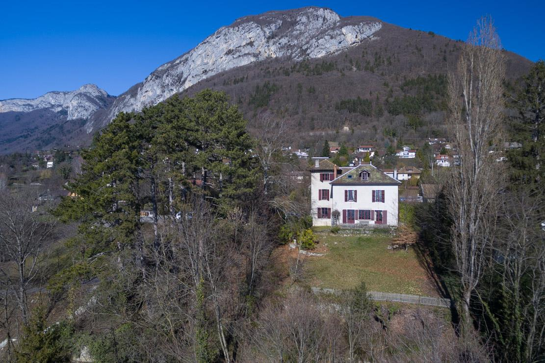 Additional photo for property listing at ANNECY 15 MINUTES   Haute Savoie,74290 Frankreich